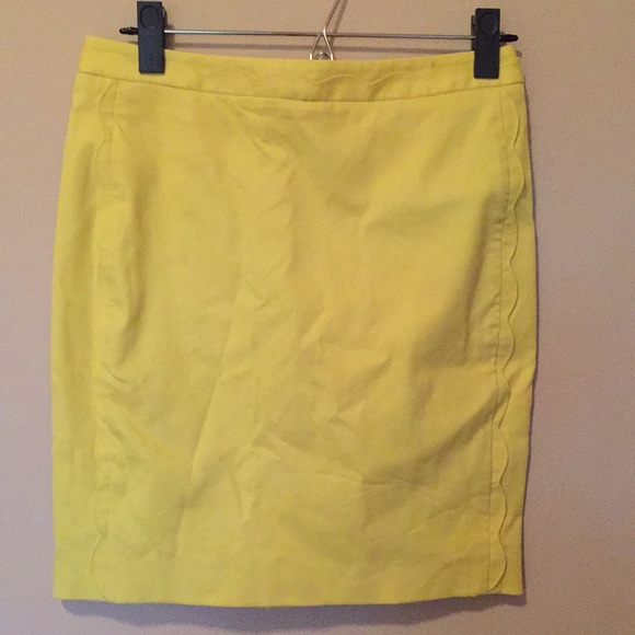 Banana Republic Dresses & Skirts - Yellow scalloped Banana Republic pencil skirt